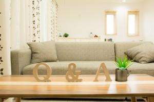 「Q&A」と表示された積木
